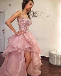 Organza vestido de baile assimétrico on-line-Lindo Blush Rosa Spaghetti Prom Vestidos Para Júnior Com Rendas Applique Organza Drapeado Sem Encosto Assimétrico Formal Pageant Vestido