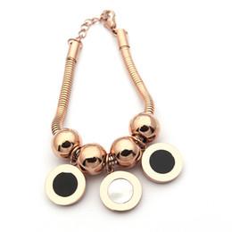 215a957deb60 Venta al por mayor de joyas de acero de titanio Conchas de doble cara de  blanco y negro tres bolas redondas Pulsera de hueso de serpiente Pulseras  de oro de ...