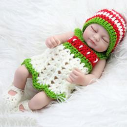 2019 geschlossenes auge 2018 Simulation Babypuppe Wiedergeburt Mädchen Geschenk Geschlossene Augen Mädchen Fotografie Requisiten Grünen Pullover Spielzeugpuppe günstig geschlossenes auge