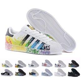 цвет радуги для обуви Скидка 2018 Горячие дешевые суперзвезда 80-х Мужчины Женщины Повседневная баскетбол обувь скейт обувь 17 цвет радуги всплеск чернил мода спортивная обувь размер 36-44