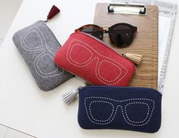 d2279aef9b Nuevo estilo de alta calidad 17.5 * 9 cm con cremallera gafas de sol caja  de la caja de la bolsa bolsa de almacenamiento protector de moda accesorios