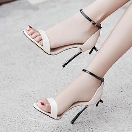Sandali nudo stiletto colore online-Moda metallo sottile tacco alto a farfalla con borchie donna sandali fibbia strap open toe scarpe a spillo rosso nero nude rosa