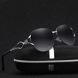 Solu tu moda designer de férias das mulheres designer de moda strass óculos  polarizados lente de luxo de grandes dimensões óculos de sol oculos d953caec9b