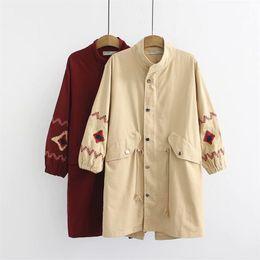 Mujer bordada zanja online-gran tamaño de las mujeres de gran tamaño de la gabardina de algodón 2018 otoño bordado nueve cuarto manga de las señoras outwear trench coat femenino