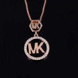 Wholesale Venta al por mayor Cartas de la marca Micheal Colgante Collar de Cristal Rhinestone Hollow Carta Suéter Cadena Tono de Oro Collar de Las Mujeres Accesorios de Vestuario