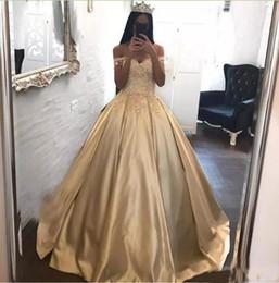 mejor vestido corto rojo Rebajas Champagne 3D-Floral apliques vestidos de quinceañera vestido de bola 2018 fuera del hombro corsé más tamaño árabe vestido de baile africano dulce vestido 16