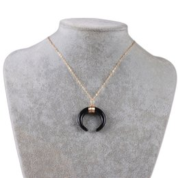 Collana di colore corno online-La collana creativa dei monili del pendente del pendente di figura di colore della luna 3 opziona il commercio all'ingrosso libero della fabbrica dei monili di yiwu della collana del pendente del corno di buoi