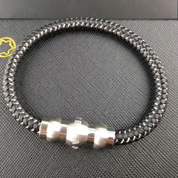 2019 brazaletes asiáticos de plata Pulseras de perlas de acero de titanio de la marca de moda de acero y pulseras trenzadas frescas de cuero trenzado de hombres genuinos