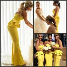 Lunghezza del pavimento senza spalline sirena giallo brillante abito da sposa partito Ruffles lungo Peplo Abiti damigella d'onore robe de demoiselles d honneur da