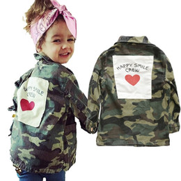 Vestes de dos en Ligne-AiLe Rabbit Girls Autumn Jacket INS Hot Camouflage Jacket manches longues dos lettre d'amour autocollants mode manteau Frère Soeur