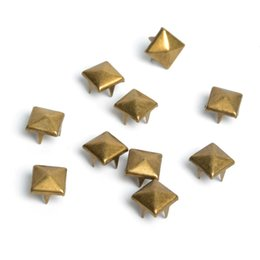 100pcs 8mm Laiton Pyramid Goujons Nailheads Rivet Spike Punk Sac En Cuir Artisanat Bracelets Vêtements Vêtement Rivet Vêtements Couture ? partir de fabricateur