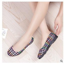 Wholesale age b - 2018 Spring and Autumn Women's Embroidery Shallow mouth middle-aged non-slip breathable soft bottom cotton flat shoes size 36-41