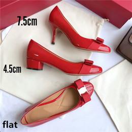 2018 Verano nueva marca de lujo zapatos mujeres ocio negro rojo vino rojo desnudo sandalias de cuero azul oscuro zapatillas desde fabricantes