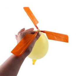 piscine scivolose d'acqua Sconti 1 Set Random Aircraft Elicottero Party Filler Flying Toy Regali Classic Balloons Giocattoli per bambini Bambini Neonati Giocattoli divertenti all'aperto