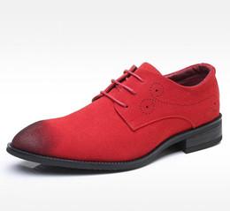 Los hombres vendedores calientes de gamuza zapatos de cuero cepillo Color Nubuck zapatos de ocio rojo de negocios zapatos de hombre Brogue más el tamaño 47 48 Hombre Zapatos desde fabricantes