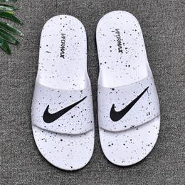 Pantofole traspiranti online-Pantofole design all 'ingrosso Scivoli Comfort traspiranti estivi con cuscino d'aria Stile morbido Sandali di design TAGLIA 40-45 con scatola