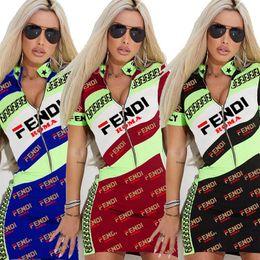F Carta de Impresión Vestido de Manga Corta Cuello En V Sexy Breve Cremallera Falda Mujeres Verano FF Camisetas Slim Dress Casual Bodycon Girls Mini Vestidos A4803 desde fabricantes