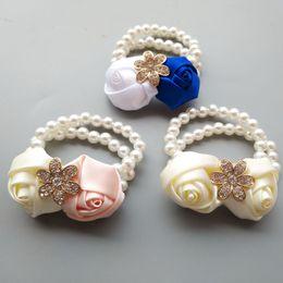 Custom Made Bridesmaid Girl Polso Corsage Silk Rose Fiore Perla di cristallo Perline Fatto a mano Forniture di nozze Fiori da sposa all'ingrosso economici F8 da