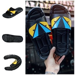 2019 zapatillas de plástico antideslizantes Zapatillas de dibujos animados de plástico antideslizante suave sandalias al aire libre creativo verano pareja hogar zapatos tamaño 40 a 45 caliente venta 32nj E1 rebajas zapatillas de plástico antideslizantes