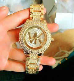 Reloj de pulsera analógico mujer online-Famosa marca de moda reloj de pulsera señoras reloj de pulsera de lujo Señoras reloj de diamantes Mujer Oro Rosa Relojes de pulsera Reloj de cuarzo analógico estrella regalo