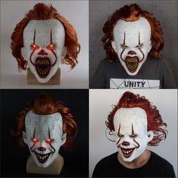 Traje cheio de palhaço on-line-de Stephen King Ele LED incandescência Inteiro Cabeça Máscara Pennywise Horror Clown Joker máscara de palhaço máscara de Halloween Cosplay Costume Props