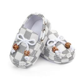 2019 estilo de bebé recién nacido moda 3 estilos Diseñador de zapatos para niños pequeños Bebés bebés Niños niños Verano Recién nacido A cuadros de moda Suela blanda Zapatos Zapatillas de deporte para primeros caminantes estilo de bebé recién nacido moda baratos