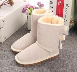 Zapatillas de niños online-Botas de nieve para niños de estilo australiano lindo arco zapatillas impermeables botas de cuero de invierno para niños marca de zapatos de diseñador de lujo EUR