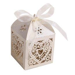 Boîte découpée au laser en Ligne-100pcs / lot creuser amour coeur découpé au laser en papier boîtes de bonbons violet Beige blanc rose cadeau sac mariage Baby Shower Party Favor Y19070103