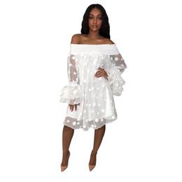 Transparente mini vestido branco on-line-Mulheres elegantes fora do ombro longo ruffle manga solta dress malha branca dot imprimir mini dress sexy vestido de festa transparente vestidos