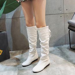 2019 botas de couro longas e brancas Rimocy Inverno vaqueiro botas longas Mulheres do joelho Salto Alto Branco botas de montaria Bloco plissadas macios Sapatos de couro Mulher Plus Size 43 desconto botas de couro longas e brancas