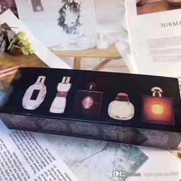 2019 entrega de presentes gratuitos Perfume conjunto de 5 caixa de presente Perfume para mulher Pequeno e requintado Fácil de transportar Vários tipos Frete grátis Entrega rápida entrega de presentes gratuitos barato