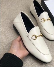 2019 frauen weiße müßiggänger Mokassins Driving Schuhe Mules Damen fallen sping Sommer Damen schwarz weiß rot rosa Echtleder Mode Luxus Gold Schnalle Loafers günstig frauen weiße müßiggänger