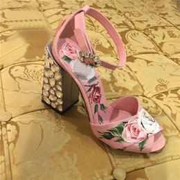Flor de sandália rosa saltos on-line-Handmade New Print One Strap Sandálias De Salto Alto Rosa Sapatos de Verão Rhinestone Heel Gladiadores Flor