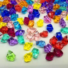Cascalho decorativo on-line-Pedra De Cristal acrílico Cubo De Gelo Decorativo PS Plástico Multicolorido Gravel Irregularity Beads Imitado Pedra Vaso Tanque De Peixes Decoração Da Parede