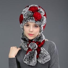 f460e7a67c5 Épaississement oreille chaude chapeau de manchon et écharpe en fourrure  foulard foulard en vrai lapin cheveux Bomer Hat pour les femmes d hiver  chapeau ...