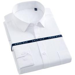2019 camisa de vestir blanca formal de los hombres Camisa de vestir de manga larga para hombres con bolsillo en el pecho izquierdo, blanco Camisas de trabajo de corte regular con ajuste formal, tela cruzada / rayas rebajas camisa de vestir blanca formal de los hombres