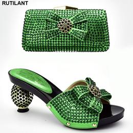 ec54a6d41 Chegada nova Italiano Sapatos de Grife e Sacos de Combinação Conjunto  Decorado com Strass Conjunto de Sapato e Bolsa Conjunto Africano 2019  Sapata Do ...