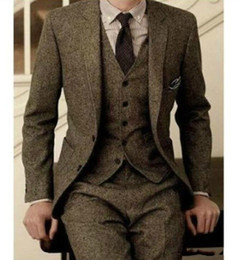 Veste de mariage marron en Ligne-2019 Vintage Mens Costumes laine Tweed 3 pièces brun kaki costume à chevrons costume Slim Fit Groom Wear smokings de mariage (veste + pantalon + gilet)