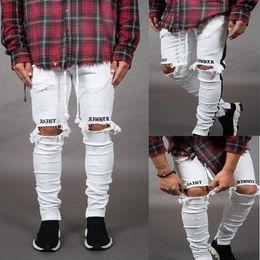 Herren weiße, schmal geschnittene jeans online-Herren Neue Jeans Weiße Schwarze Löcher Zerrissene Gestreifte Dünne Bleistifthosen Slim Fit Stellen Sie Jeans dar