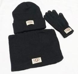 Designer men s gifts en Ligne-New Designer Chapeaux Écharpes Gants Ensembles Mode Echarpe Gants Bonnet temps froid Accessoires Cachemire Coffrets-cadeaux pour hommes femmes