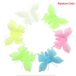 Adesivos plásticos de parede de borboleta on-line-6 Pçs / set Adesivo De Parede De Plástico Nova Borboleta Novidade Noctilucent Luminous Fluorescent Living Quarto Crianças Kid Room Home Decor