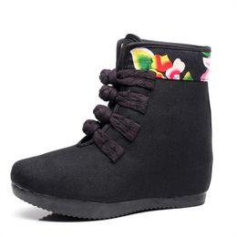 Fiori fioriti Donne ricamate Short Ankle Canvas Flat Boots Piattaforme di gomma Casual Vintage Scarpe bota feminina X27 supplier vintage rubber boots da stivali in gomma d'epoca fornitori