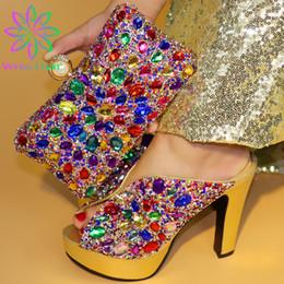 2019 bolso de los zapatos de la boda del rhinestone del oro Zapatos y bolsos italianos de color dorado para combinar con el conjunto de bolsos decorados con sandalias nigerianas de diamantes de imitación de boda rebajas bolso de los zapatos de la boda del rhinestone del oro