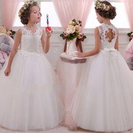 Longitud del té vestidos de niña de flores blancas online-Niños Vestido de niña de flores Bebé Niñas Encaje Formal Princesa Pagoda Fiesta de cumpleaños de la boda Vestidos de dama de honor blancos Longitud del té 5-14 años