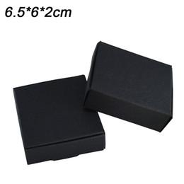 6.5x6x2cm Cuadrado Negro Joyas Exhibición de cajas de papel Embalaje para encantos Estilo Pulsera Collar Caja original Almacenamiento de regalo del día de San Valentín desde fabricantes