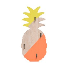 Llaves decorativas ganchos online-Nordic Small Fresh Pineapple Wall Key Hanger Key Holder Wall Decorativo Gancho Decoraciones Creativas Artesanías De Madera Decoración Para El Hogar