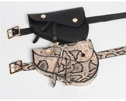 2020 пояс мобильного телефона Последние Hottest дамы талии сумка конструктора Snake Тонкий пояс Saddle Bag Мода Мини Мобильный телефон сумка кошелек дешево пояс мобильного телефона