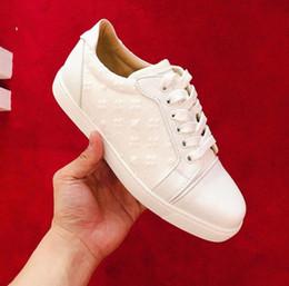 2019 черные кроссовки белые кроссовки Топ-качество белый, черный Вышивание Младшие кроссовки Обувь Совершенные Мужчины, Женщины Red Bottom Кроссовки Комфорт Повседневный Flat Party Wedding 35-46 дешево черные кроссовки белые кроссовки