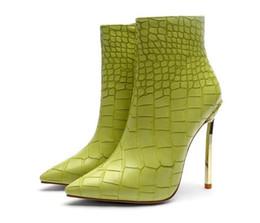 2a0d1459098 7 Photos Acheter en ligne Chaussures de démarrage couleur verte-Sexy Herbe Couleur  Vert Bout Pointu Bottines