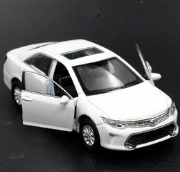 Carro de brinquedo de porta aberta on-line-01:36 Alloy Pull Back Toyota Camry Modelo alta Simulação 2 Open Door Car Toys metal Castings Toy Vehicles gratuito